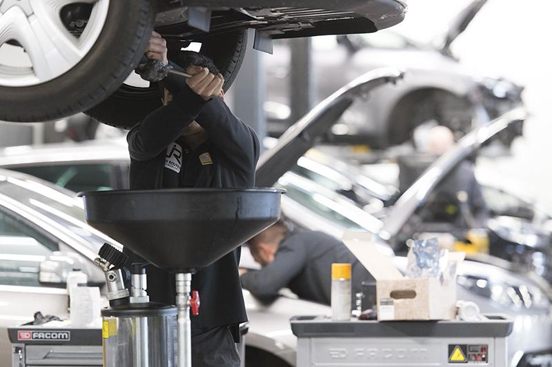Métier de la mécanicien automobile