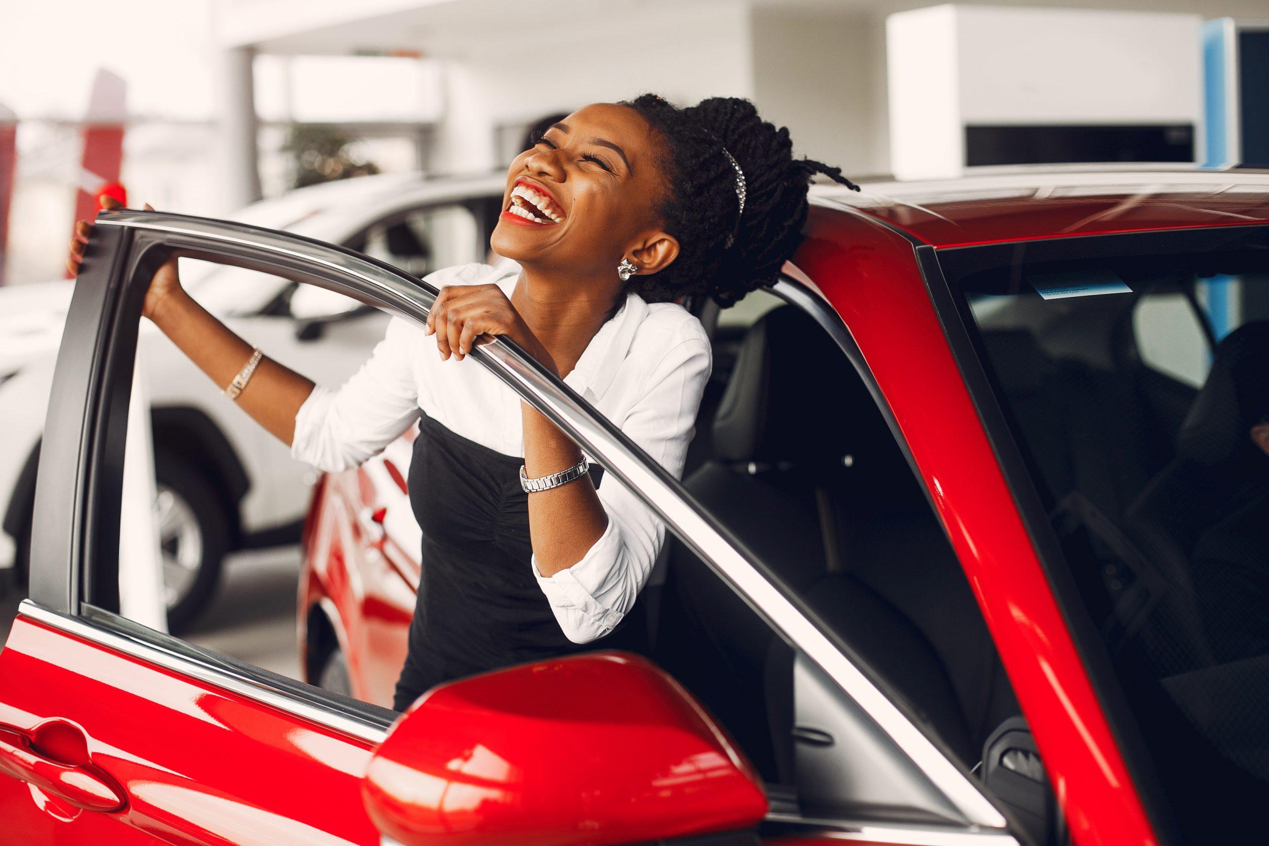 Woman,Buying,The,Car.,Lady,In,A,Car,Salon.,Elegant